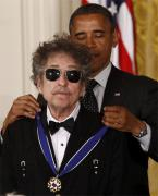 Bob Dylan wearing the RE Aviator sunglasses while receiveing the Medal of Freedo