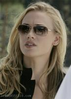 Yvonne Strahovski wears a pair of Anon Informant sunglasses with a gold frame an