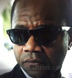 Cuba Gooding Jr. wears Old Focals Director's Choice sunglasses in the tv series American Crime Story: The People vs OJ Simpson.