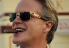 Cary Elwes is wearing a pair of vintage gold tortoise sunglasses in season 3, episode 6 of Stranger Things.