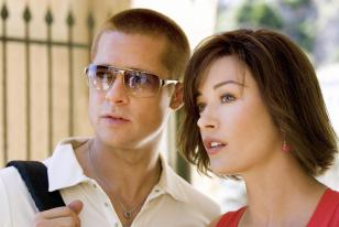 Brad Pitt and Catherine Zeta-Jones in the movie Ocean's Twelve