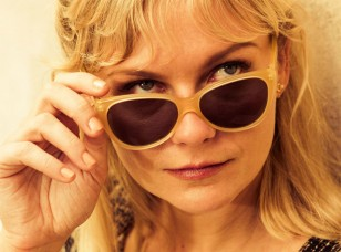 Kirsten Dunst wears L.G.R. Alexandria sunglasses in The Two Faces of January.