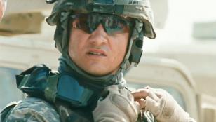 Jeremy Renner, as Staff Sergeant William James, wearing Oakley M Frame in The Hu