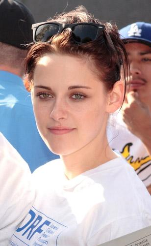 Kristen Stewart wearing Ray-Ban 2140 Wayfarer sunglasses