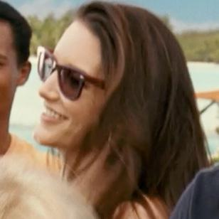 Kristin Davis wearing Ray-Ban 2140 Wayfarer sunglasses in the movie Couples Retr