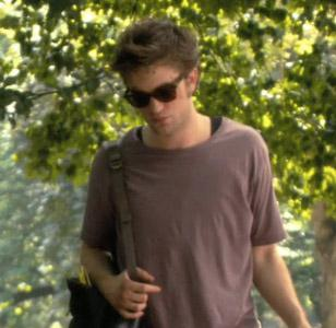 Robert Pattinson wearing Ray-Ban 2140 Wayfarer sunglasses in Remember Me