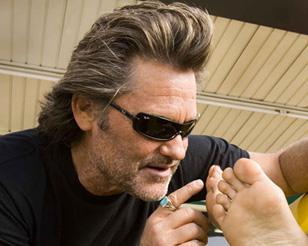 Kurt Russell wearing Ray-Ban 4071 sunglasses in Death Proof