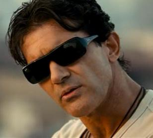 Antonio Banderas wearing Ray-Ban 4073 sunglasses in The Code / Thick as Thieves