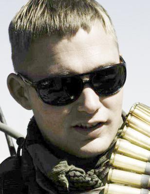 Brian Geraghty wearing Ray-Ban sunglasses in The Hurt Locker