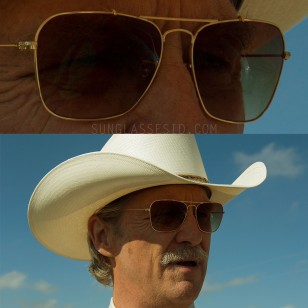 Jeff Bridges seems to be wearing a modified pair of Ray-Ban Craft Caravan RB3415 sunglasses in the movie Hell or High Water.