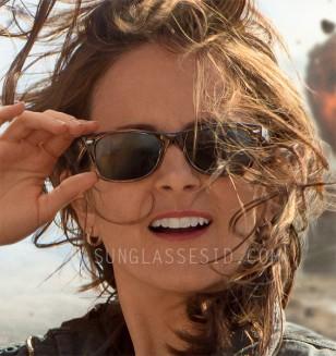 Tina Fey wears Ray-Ban 2132 New Wayfarer sunglasses in Whiskey Tango Foxtrot.
