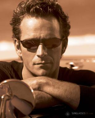 Luke Perry wearing Serengeti Vedi on a promotional photo from Serengeti Eyewear