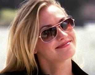 Yvonne Strahovski (as Sarah Walker) wearing a pair of aviator sunglasses in the