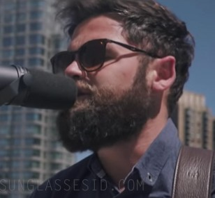 Musician Passenger wears Ray-Ban RB4278 sunglasses in Heart To Love (Acoustic Live from a rooftop in Manhattan)