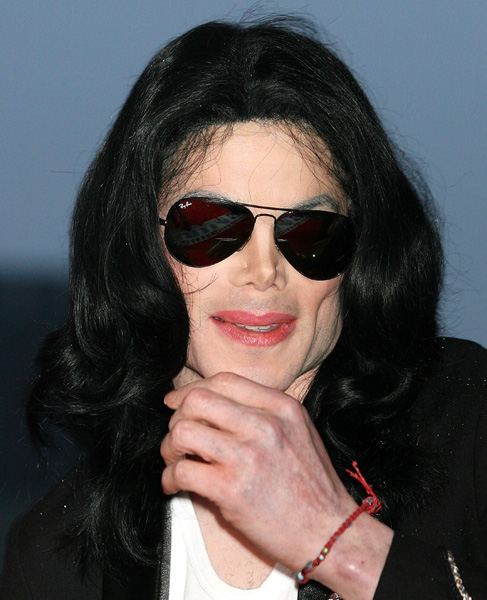05494f5c80 Michael Jackson wearing the black Ray-Ban 3025 sunglasses