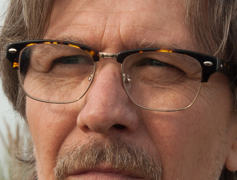 Gary Oldman wears eyeglasses very similar to Ray-Ban 5154 Clubmaster Optics eyeglasses in the movie Criminal