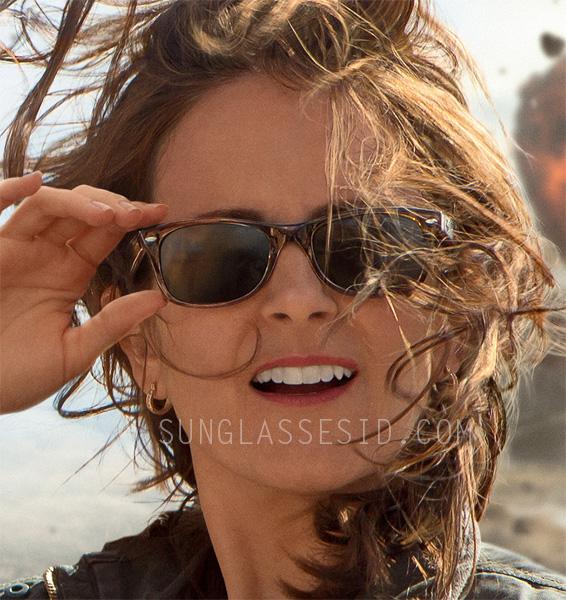 34c6e0e7487 Tina Fey wears Ray-Ban 2132 New Wayfarer sunglasses in Whiskey Tango  Foxtrot.